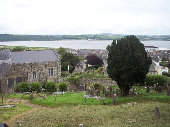 Collegiate Church Of St. Mary: View of church and cemetery from the walls