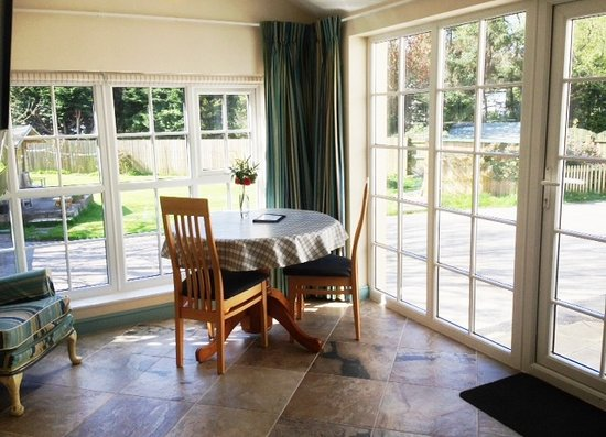 Lynwood House: The Studio - a sunny view for your breakfast