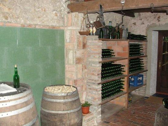 Hotel Rural Cuartamenteru: The hotel produces its own cider.