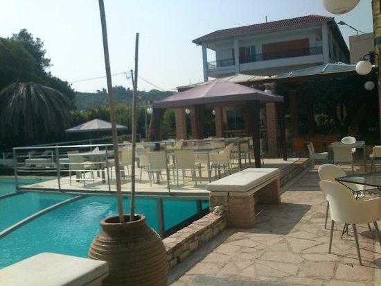 Olympic Village Resort & Spa: άποψη πισίνας