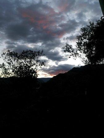 مادري تييرا هوتل سبا: Sunset