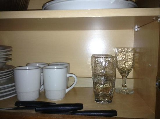 Residence Inn Spokane East Valley: missing a few glasses, but quickly fixed by Kyle at front desk