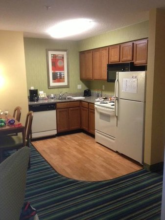Residence Inn Spokane East Valley : Kitchen area