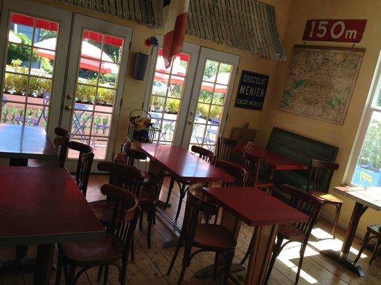 Metro Hotel & Cafe: Inside of Cafe