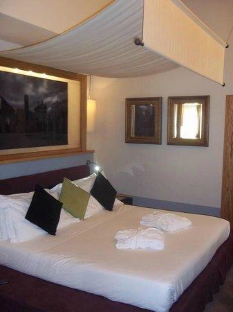 Mario de' Fiori 37: Bedroom