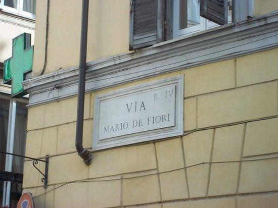 Mario de' Fiori 37: Neighborhood