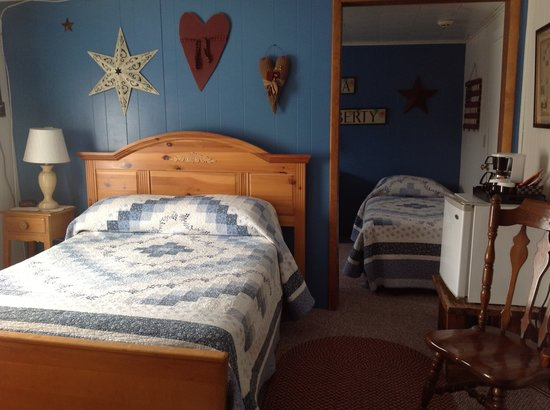 Bavarian Manor Country Inn & Restaurant: One of the family rooms which sleeps up to four people.