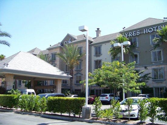 Ayres Hotel Anaheim: Facade 2