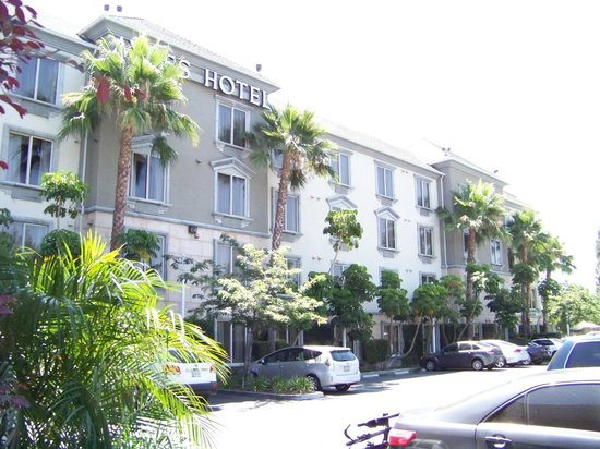 Ayres Hotel Anaheim: Facade
