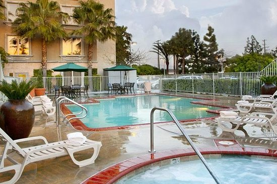 Ayres Hotel Anaheim: Pool and Jacuzzi