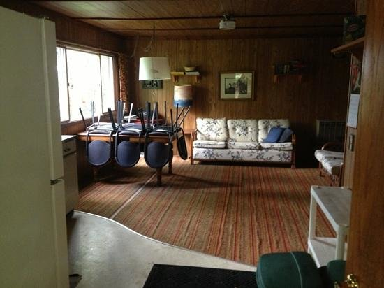 Trout Lake Resort: inside of cabin #6