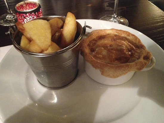 Annies : Chicken, leek and black pudding pie with chips