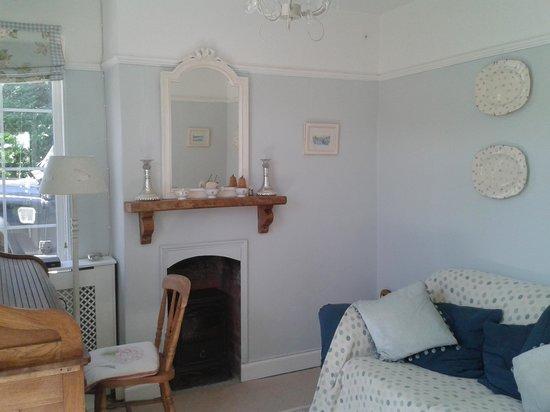 Bed & Breakfast at 1 Coastguard Cottages : snug