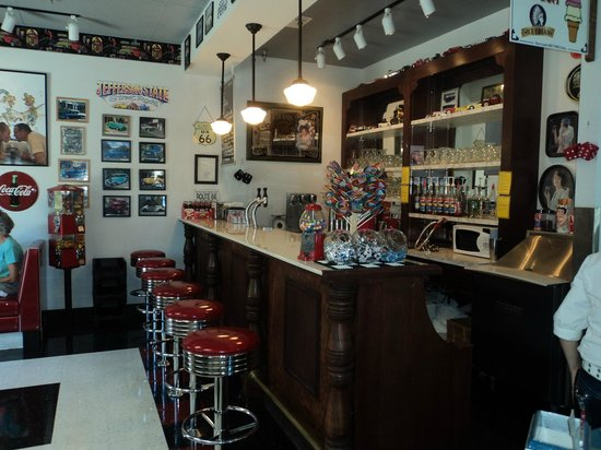 Debby's Diner : The old fashoined soda fountain