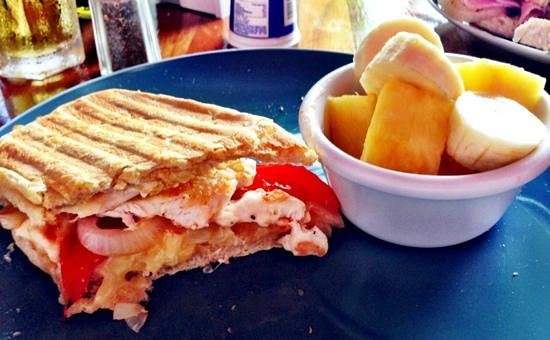 Cafe de Los Suenos: Panini and fruit.