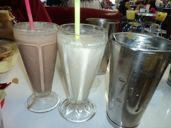 Debby's Diner : Yummy shakes with refils!!!