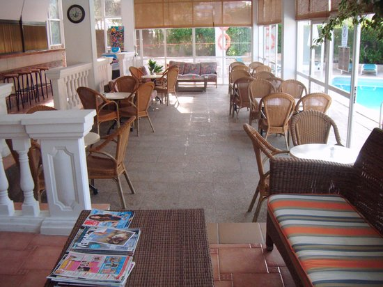 Martha's Apartments: Hotel lobby