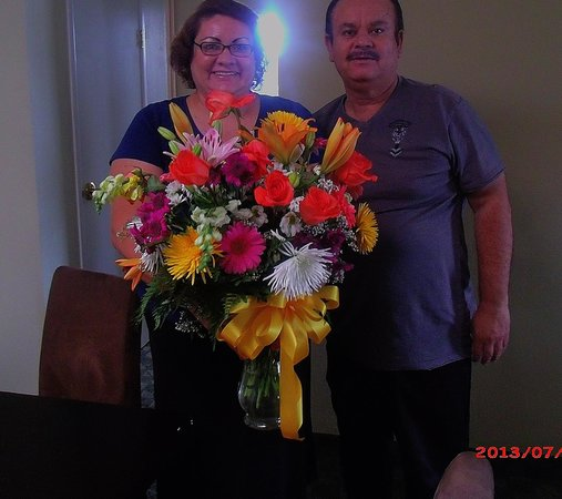 Brawley Inn Hotel & Conference Center: Flowers that add beauty to the room