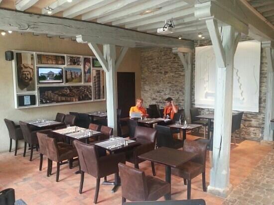 Monument Cafe Chateau d'Angers : la salle du restaurant