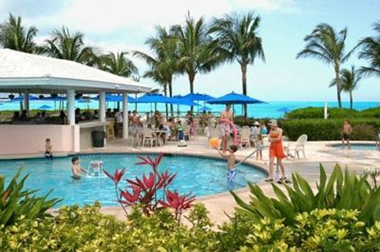 Bahama Beach Club: great to watch the kids play while we relax with drinks and appetizers!