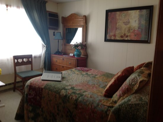 Bavarian Manor Country Inn & Restaurant: This is one of our charming rooms great for two.