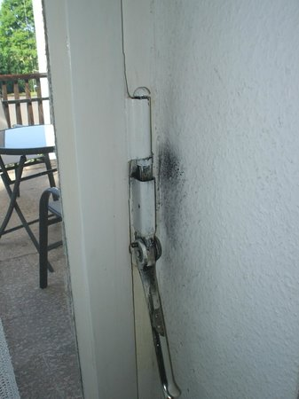 Wissmannsdorf, Allemagne : Black mould behind door lever