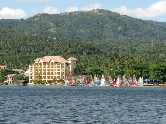 Club Balai Isabel: Balai Isabel beach, main hotel, and watersports area '12 Balai Isabel Round Taal Vocano Regatta