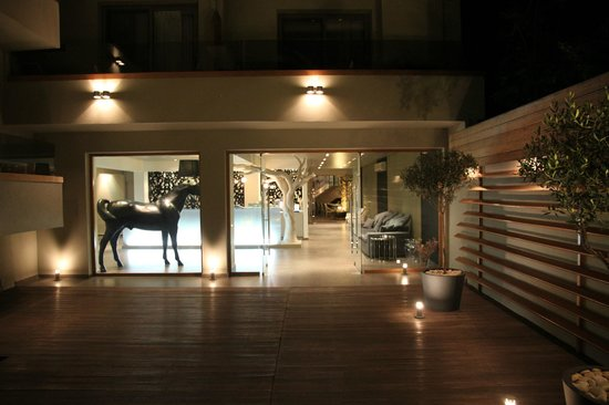Bourtzi Boutique Hotel: Entrance and reception area