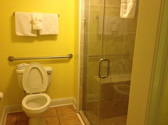 Sea & Breeze Hotel: Bathroom