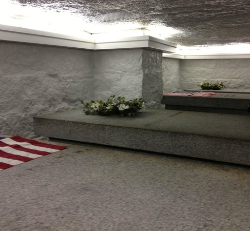 United First Parish Church: Crypt with two Presidents and two first ladies.