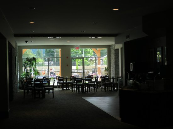 Best Western Plus Revelstoke: View towards the breakfast dining area