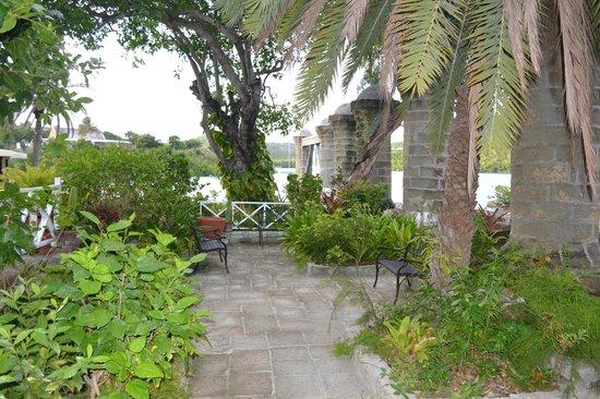 Admiral's Inn & Gunpowder Suites: A garden to relax