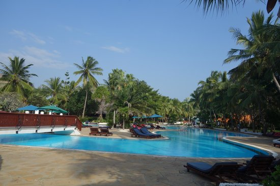 Southern Palms Beach Resort : view of one of the beautiful pools