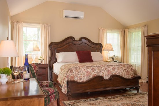Caldwell House Bed and Breakfast: Harmony Hill Room