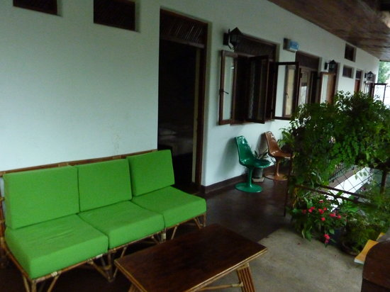 Madugalle Friendly Family Guest House: indoor/outdoor balcony