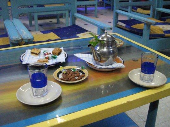 Errachidia : Le thé à la menthe traditionnel.