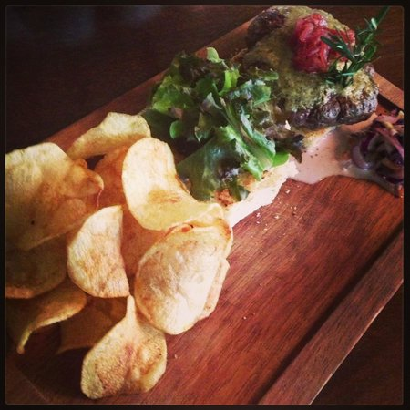 Seven Seafood & Grill : the burger