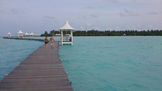 Cinnamon Hakuraa Huraa Maldives: long walk