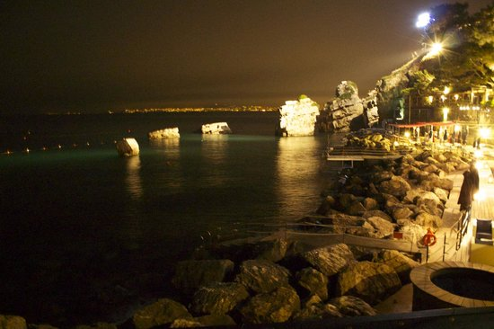 Capo La Gala Hotel & Spa: Night time beach