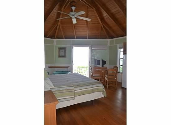 Orange Hill Beach Inn: bedrrom