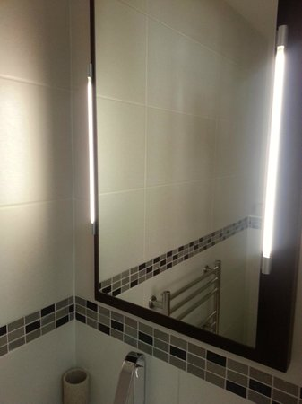 The Clarence Hotel: The mirror has underlighting