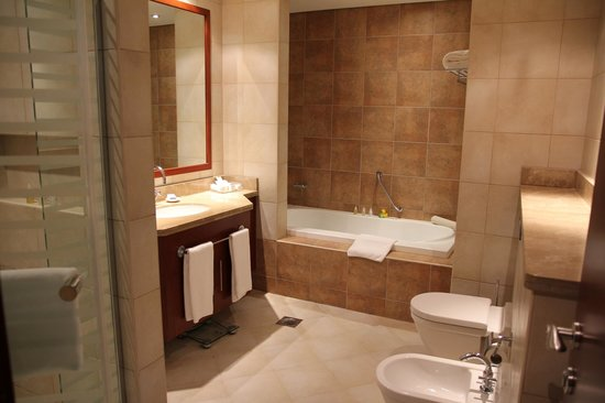 JA Oasis Beach Tower: Bathroom