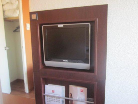 Ibis Strasbourg Centre Halles : TV correcte