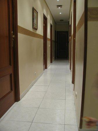 Villamanez Hostal: Pasillo de las habitaciones