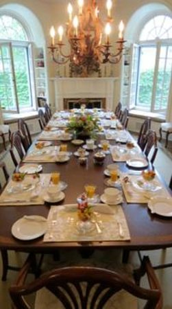 Lakewinds Country Manor: Breakfast room