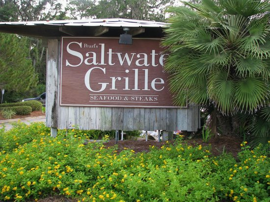 Pearl's Saltwater Grille : Parking across small road