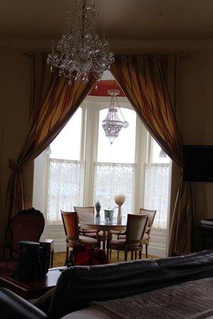 Geiser Grand Hotel: Bedroom tower sitting area