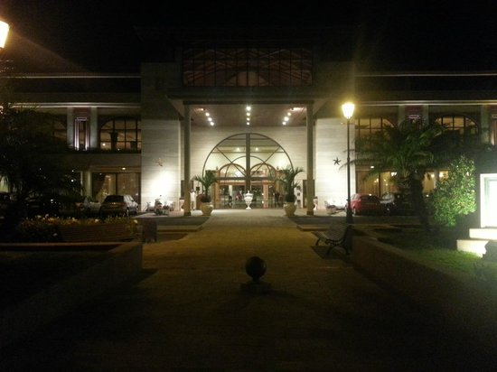 Iberostar Anthelia: Voorzijde by night