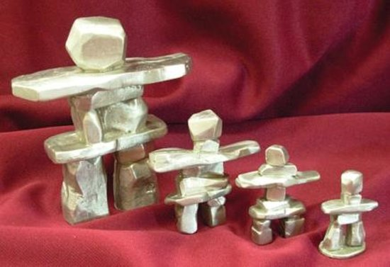 St. George, Kanada: Pewter Inukshuk Figurines - Made in Canada