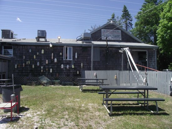 Abbott's Lobster In The Rough: picnic area